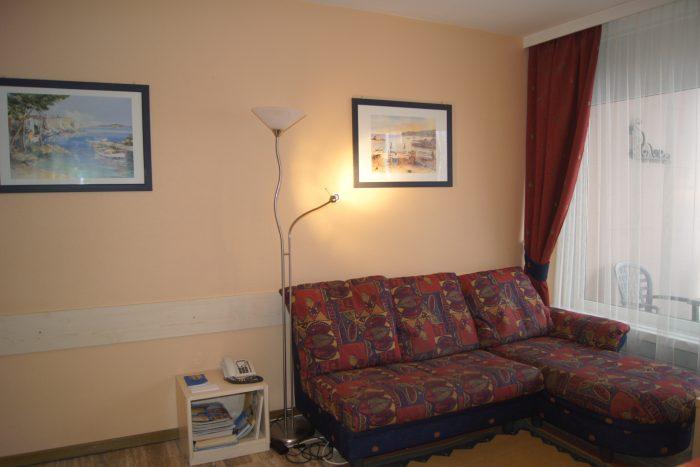 04-c-2.5-Zimmer-Wohnung-Mayenzett-24-Sitzecke-Leukerbad-Ferienwohnung-zu-vermieten