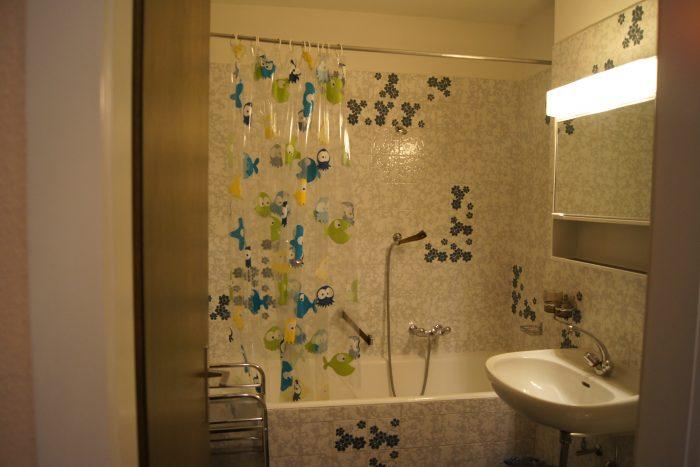 04-d-Appartement-2.5-chambres-Mayenzett-24-Salle-de-bain-Loèche-les-bains-appartement-de-vacances-à-louer