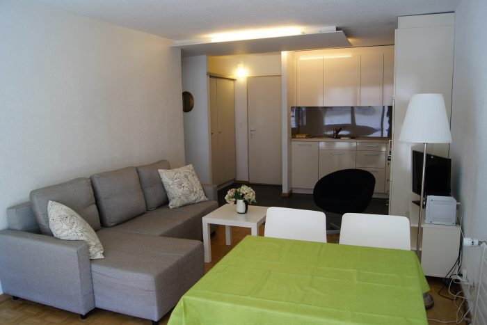 05-a-2.5-Zimmer-Wohnung-Fortuna-304-Wohnstube-Leukerbad-Ferienwohnung-zu-vermieten