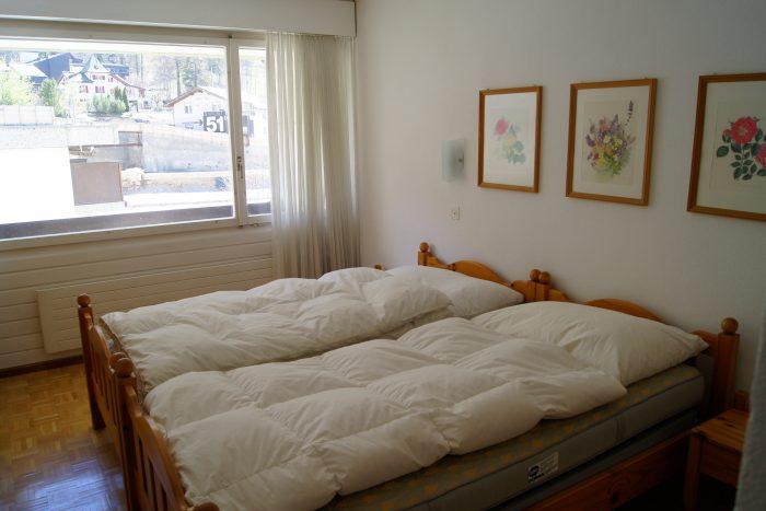 05-f-Appartement-2.5-chambres-Fortuna-304-Chambre-à-couché-Loèche-les-bains-appartement-de-vacances-à-louer