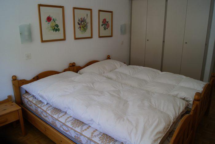 05-i-2.5-Zimmer-Wohnung-Fortuna-304-Schlafzimmer-2-Leukerbad-Ferienwohnung-zu-vermieten