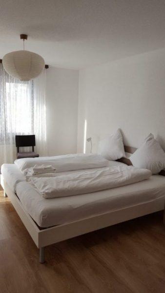 08- e- Appartement- 2.5- Chambre- Royal 24- Chambre- à -couché - Loèche-les-bains -appartement -de- vacances à louer