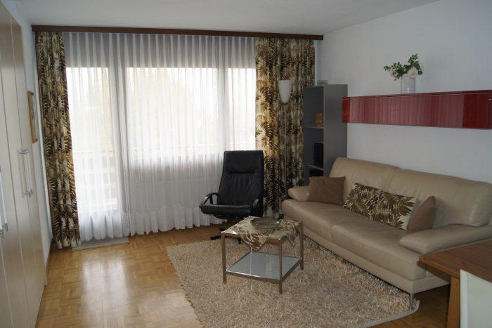 09-d-2.5-Zimmer-Wohnung-Royal-41-Wohnzimmer-Betten-Leukerbad-Ferienwohnung-zu-vermieten