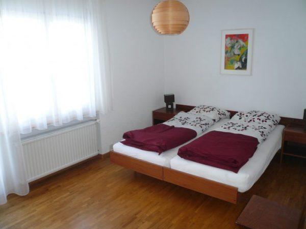 10 -g- Appartement- 2.5- chambres -Royal -50 -Chambre -Loèche-les-Bains -appartement -de- vacances- à- louer