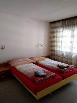 12-a-2-zimmer-wohnung-zu-vermieten-royal52-schlafzimmer-leukerbad-ferien-wohnung-zu-vermieten