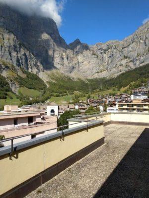 12-b-appartement-2-chambres-royal52-vue-terrasse-loèche-les-bains-appartement-de-vacances-à-oouer