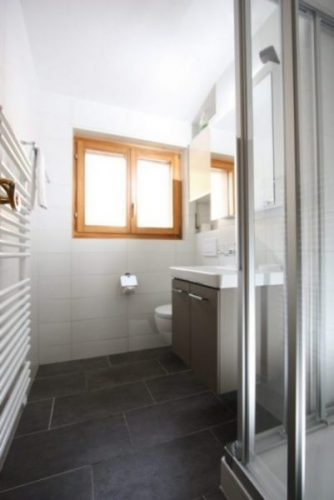 15 -c- 2.5- Zimmer-Wohnung - Badezimmer -Leukerbad- Ferienwohnung- zu -vermieten
