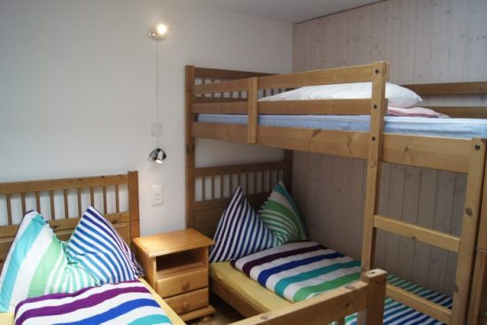19-j-Appartement-3.5-chambres-Fortuna-312-Chambre-enfant-Loèche-les-bains-appartement-de-vacances-à-louer