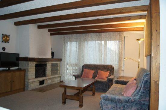 20-d-Appartement-2.5-chambres-Clabina-31-Salon-Loèche-les-bains-appartement-de-vacances-à-louer