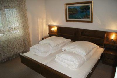 20-g-2.5-Zimmer-Wohnung-Clabina-31-Schlafzimmer-Leukerbad-Ferienwohnung-zu-vermieten