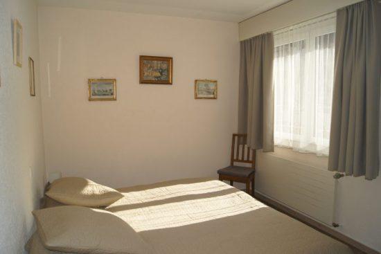 22-m-Appartement-3.5-chambres-Mayenzett-41-Chambre-Loèche-les-bains-appartement-de-vacances-à-louer