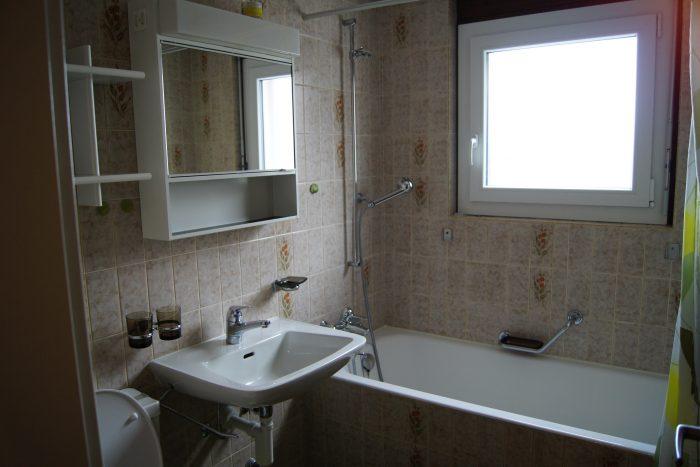 23-e-3.5-Zimmer-Wohnung-Badezimmer-Leukerbad-Ferienwohnung-zu-vermieten