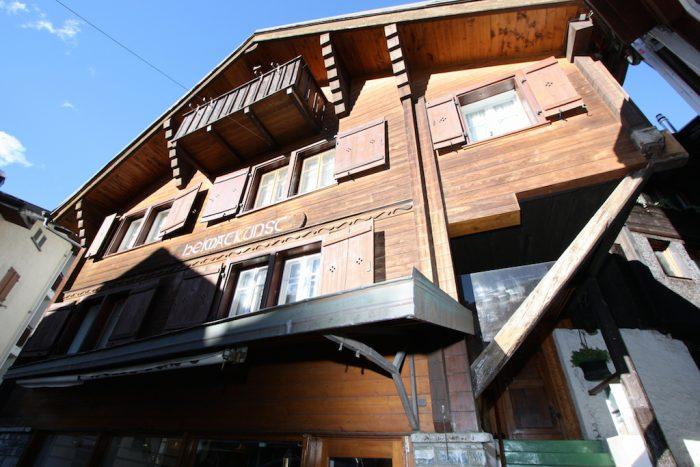 26 -a-3.5- Zimmer- Wohnung- Heimatkunst- Gebäude-Leukerbad -Ferienwohnung -zu -vermieten