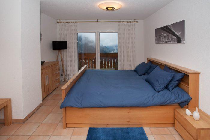 27- j -Appartement-4.5- chambres-Chalet -Kliben- Chambre- Loèche-les-bains -appartement -de- vacances -à -louer