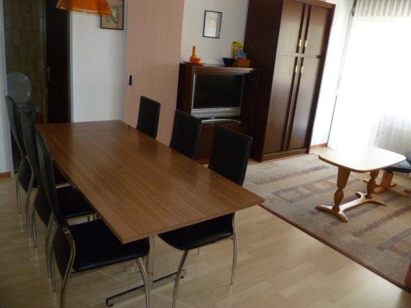 28 -g- Appartement- 4.5- chambres-Royal -32 -Essbereich -Loèche-les-bains -appartement -de- vacances -à louer