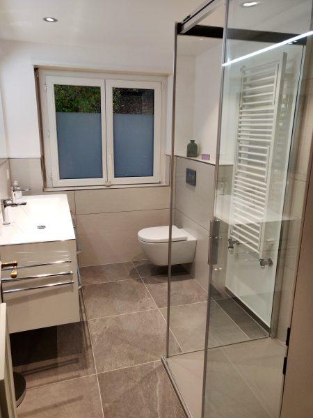 30-a-3 Zimmerwohnung-Lärchenwald -1905-Badezimmer-Ferienwohnug-zu-vermieten-Leukerbad