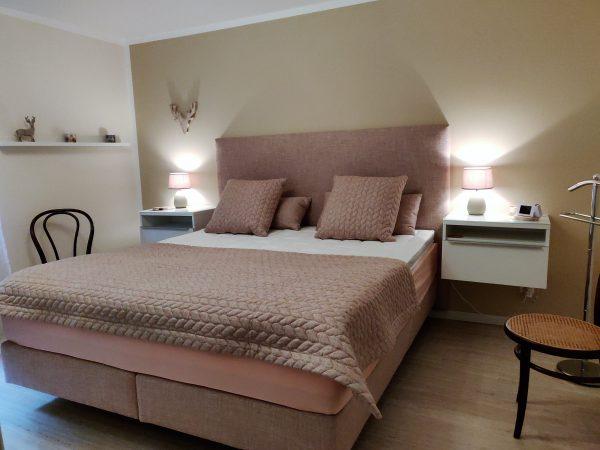30-j-Appartement-3-chambres-chambre-à-coucher-Lärchenwald1905-Appartement-de-vacances-à-louer-Loèche-les-Bains (2)