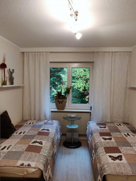30-l-Appartement-3-chambres-chambre-à-coucher2-Lärchenwald1905-Appartement-de-vacances-à-louer-Loèche-les-Bains (2)