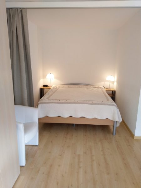 34-c-1-Zimmerwohnung-Utoring-322-Schlafbereich-Ferienwohnung-zum-vermieten-Leukerbad