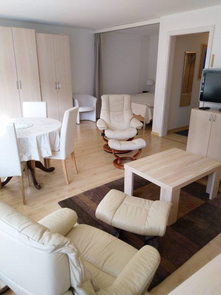 34-f-1-Zimmerwohnung-Utoring-322-Wohnzimmer-Ferienwohnung-zum-vermieten-Leukerbad