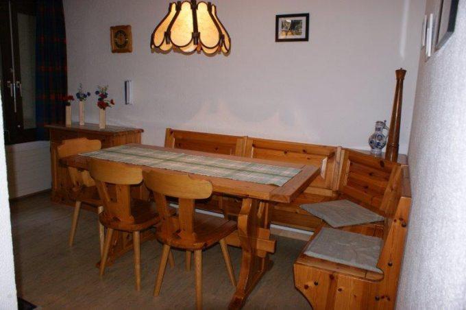 36- e- 4-Zimmerwohnung-Lärchenwald-1706-Essbereich-Ferienwohnung-zu-vermieten-Leukerbad (5)