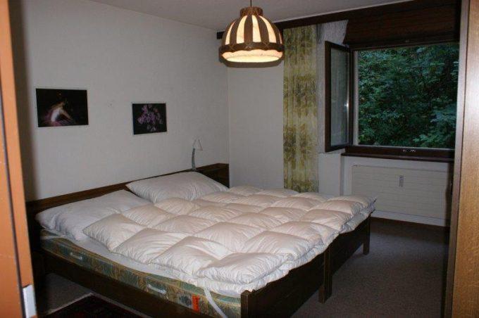 36- g- 4-Zimmerwohnung-Lärchenwald-1706-Schlafzimmer-Ferienwohnung-zu-vermieten-Leukerbad (7)