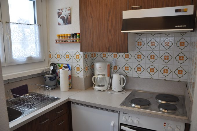 37-h-1-Zimmerwohnung-Leuca-24-Küche-Ferienwohnung-zum Vermieten-Leukerbad