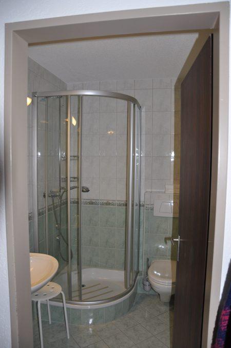 37-j-1-Zimmerwohnung-Leuca-24-BAdezimmer-Ferienwohnung-zum Vermieten-Leukerbad